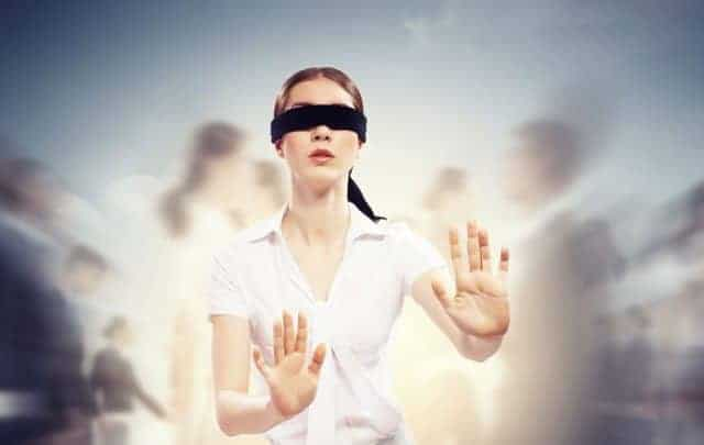 photodune-4417830-businesswoman-in-blindfold-among-group-of-people-m-1024x819